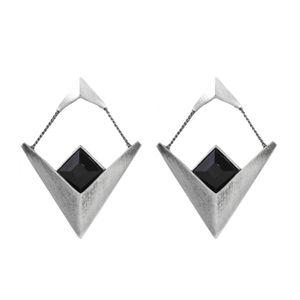 Brinco-V-Duplo-Pedra-Quadrada-Preto-Prateado-01