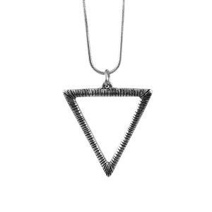 Colar-Triangulo-Geometrico-Grande-Prateado-01