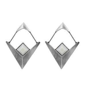Brinco-V-Duplo-Pedra-Quadrada-Branco-Prateado-01