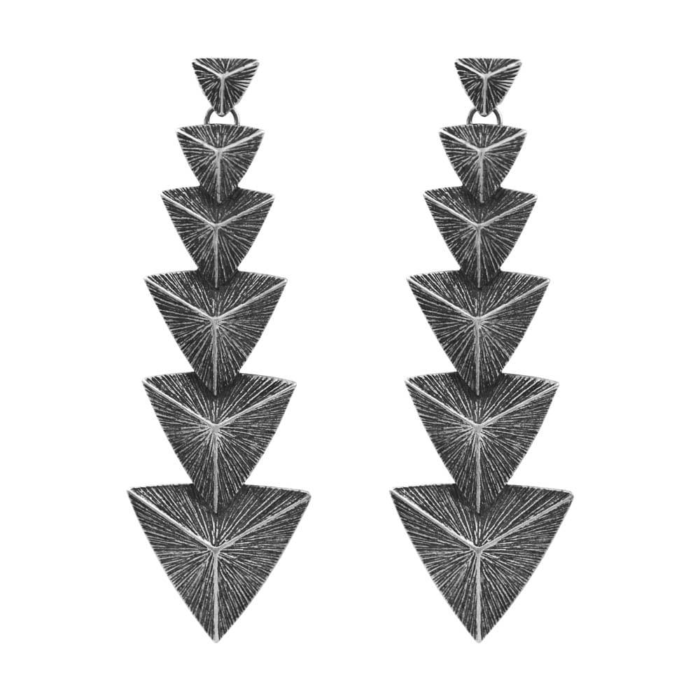 Brinco-Cascata-Piramide-Prateado-01