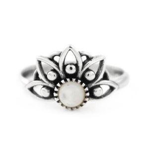 Anel-Flor-Pedra-Branca-Prata-925-01