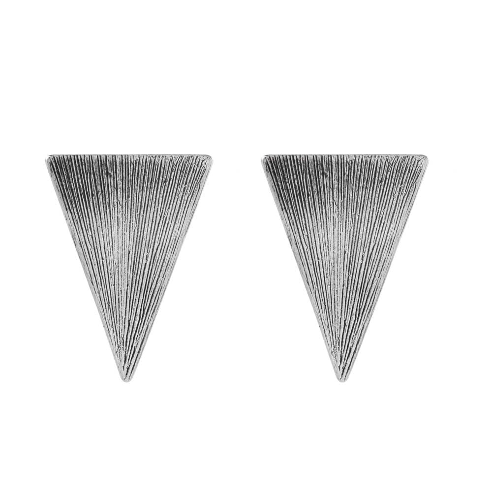 Brinco-Triangulo-Textura-Listrada-Grande-Prateado-01