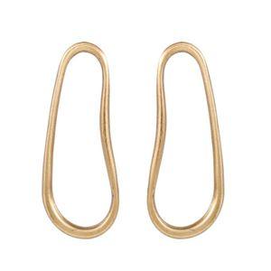Brinco-Sinuoso-Vazado-Grande-Bronze-01