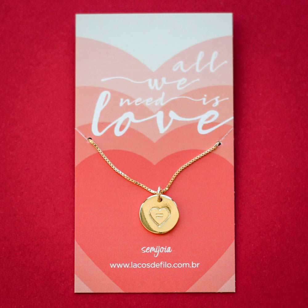 Colar-Medalha-All-You-Need-Is-Love-Coracao-Dourado-Folheado-06