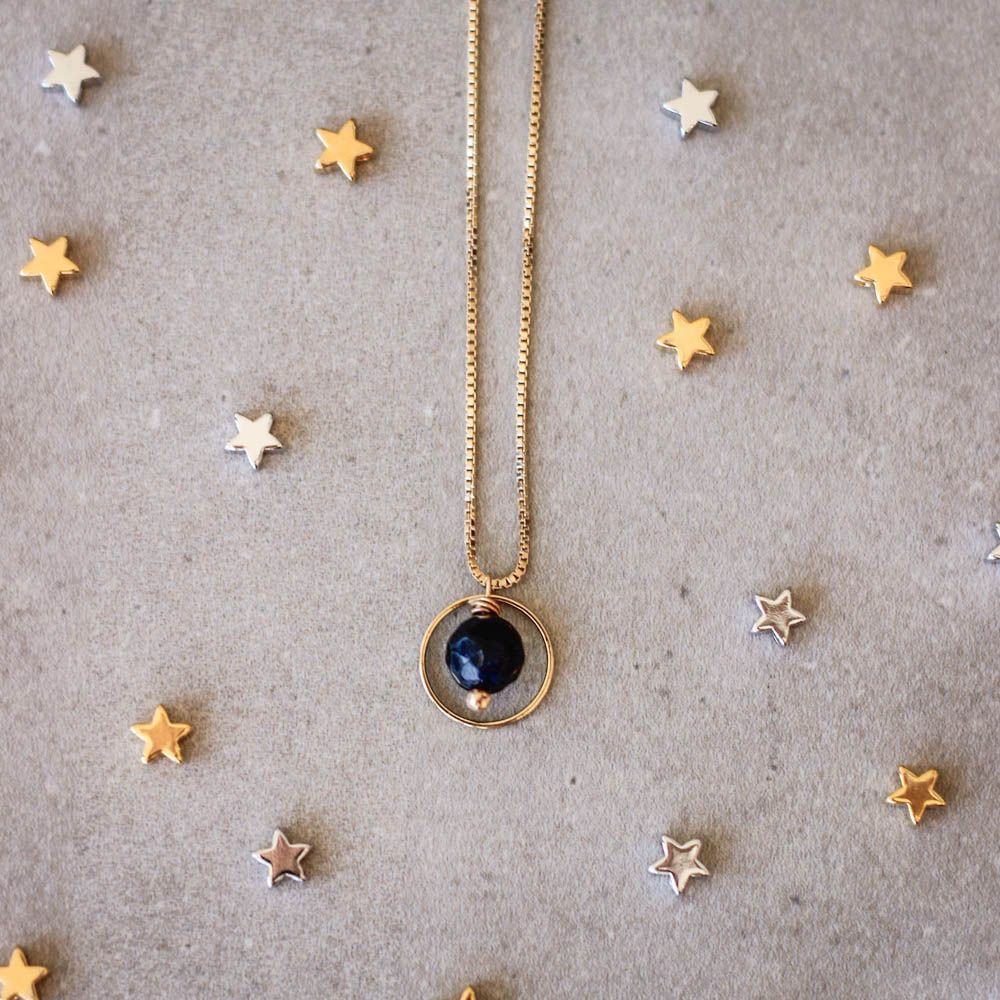 Colar-Orbita-Circular-Corpo-Celeste-Pedra-Estrela-Dourado-Folheado-01