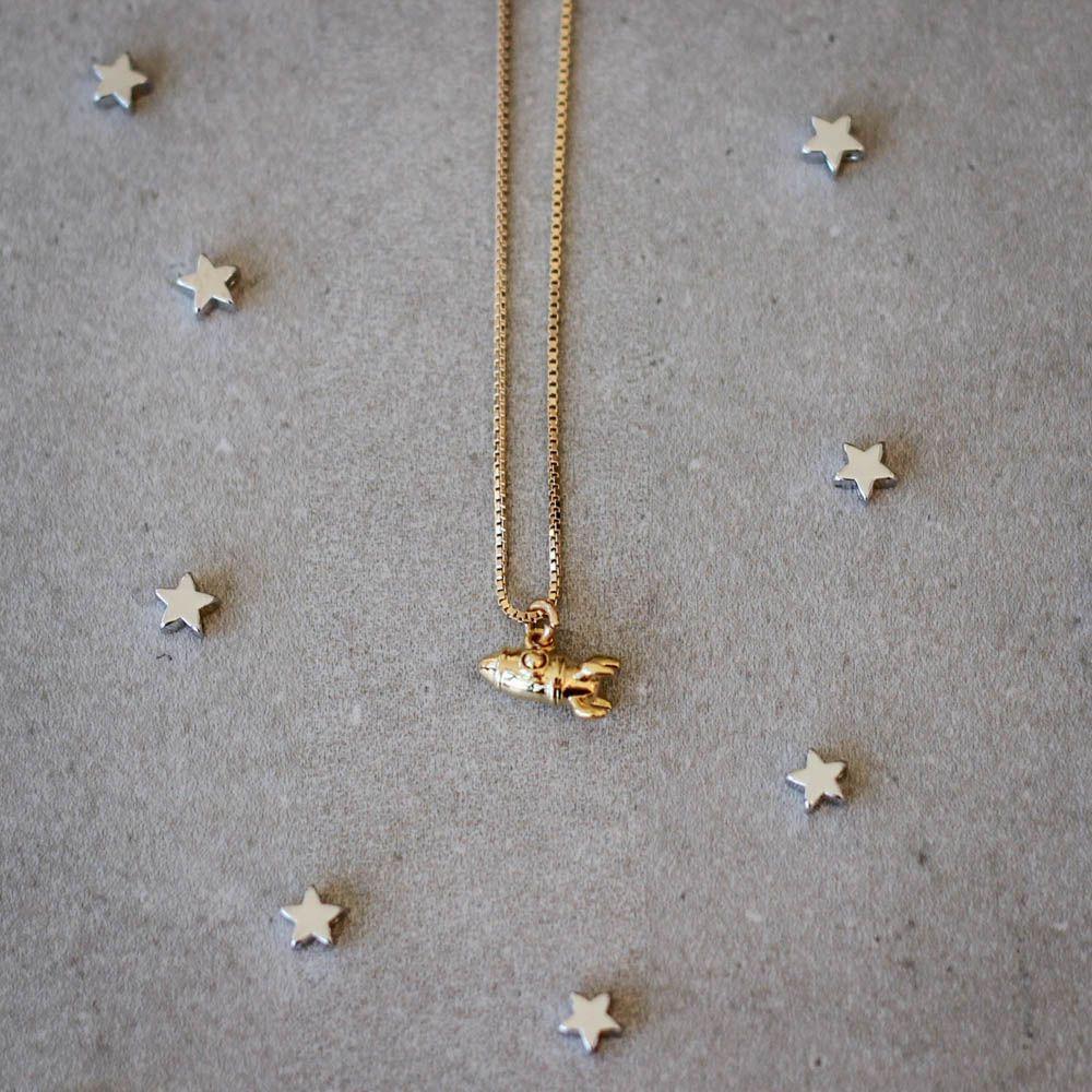 Colar-Foguete-Espacial-Mini-Dourado-Folheado-01