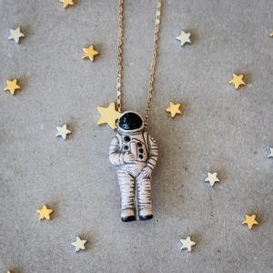 Colar-Astronauta-Ceramica-Grande-Dourado-Folheado-01